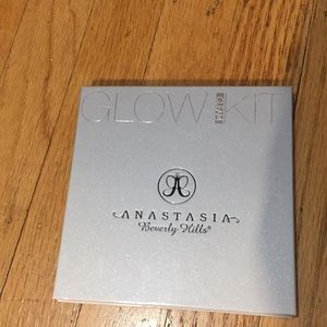Anastasia Beverly Hills glow gleam kit